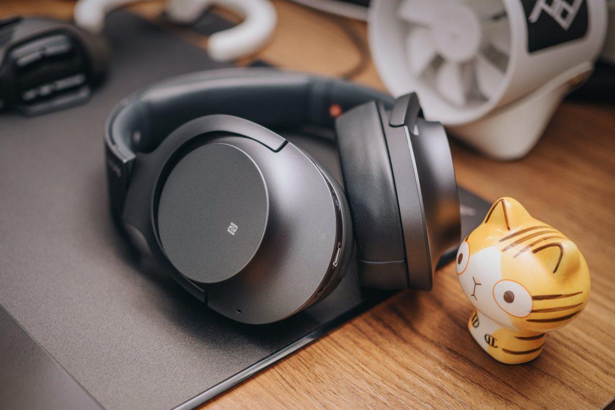 black cordless headset